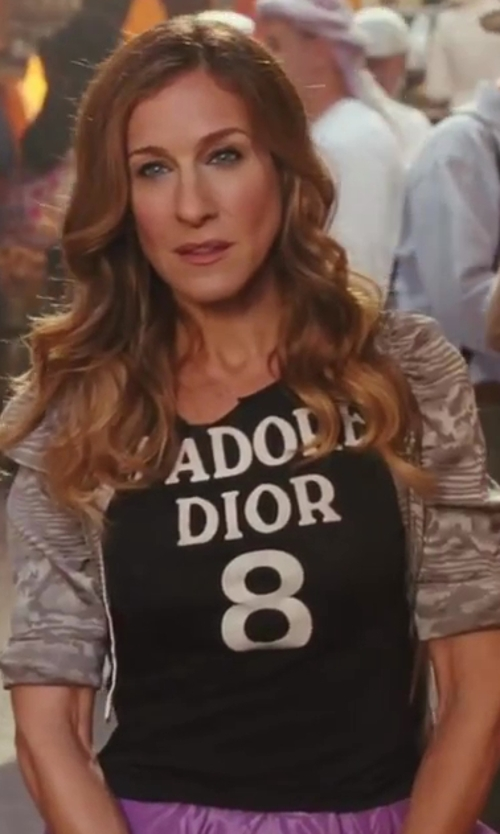 Sarah Jessica Parker with Christian Dior J'Adore Dior 8 Print T-Shirt in Sex and the City 2