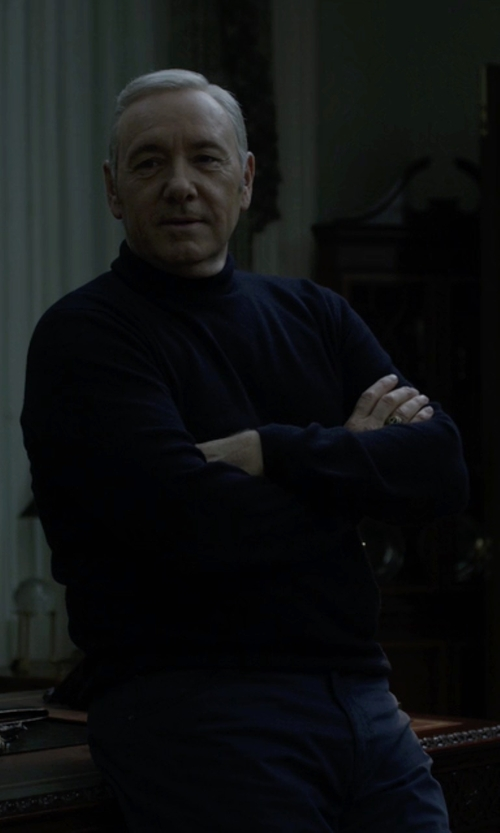 Kevin Spacey with Brooks Brothers Cashmere Turtleneck Sweater in House of Cards