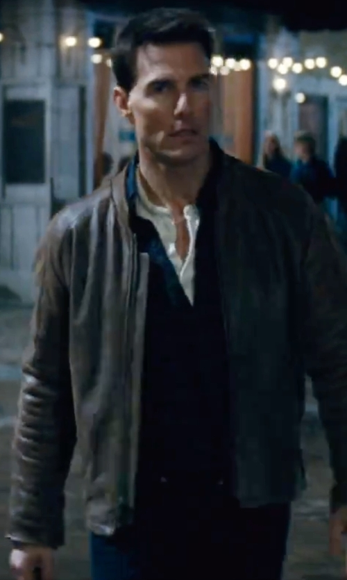 Tom Cruise with Levi's Men's 505 Regular-Fit Jeans in Jack Reacher