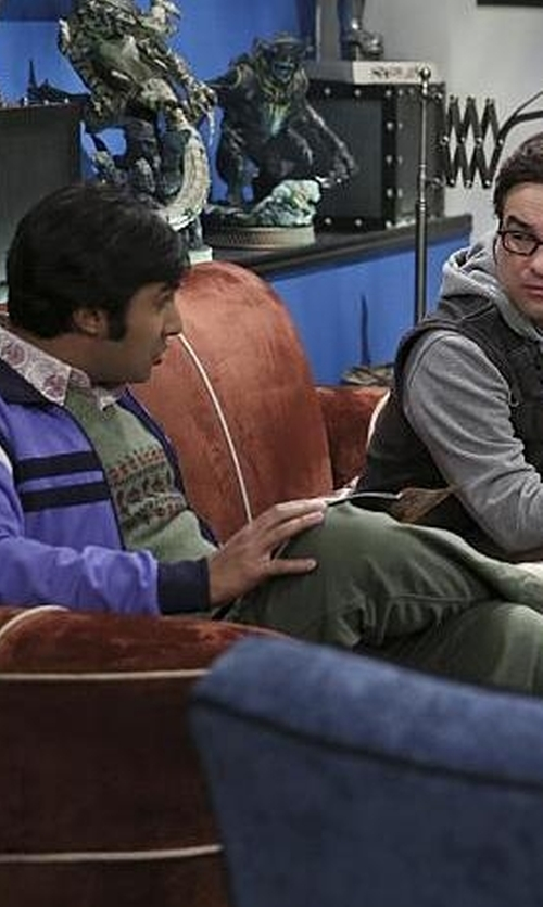 Kunal Nayyar with Vans Classic Slip-On Shoes in The Big Bang Theory