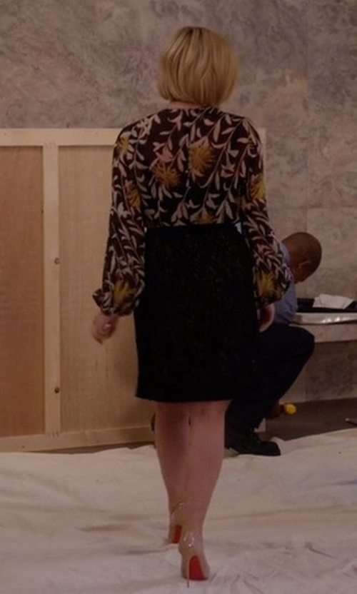 Jane Krakowski with Christian Louboutin So Kate Pumps in Unbreakable Kimmy Schmidt
