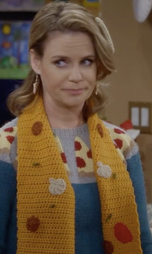Andrea Barber with HookedUpCrochet Kimmy Supreme Pizza Scarf in Fuller House