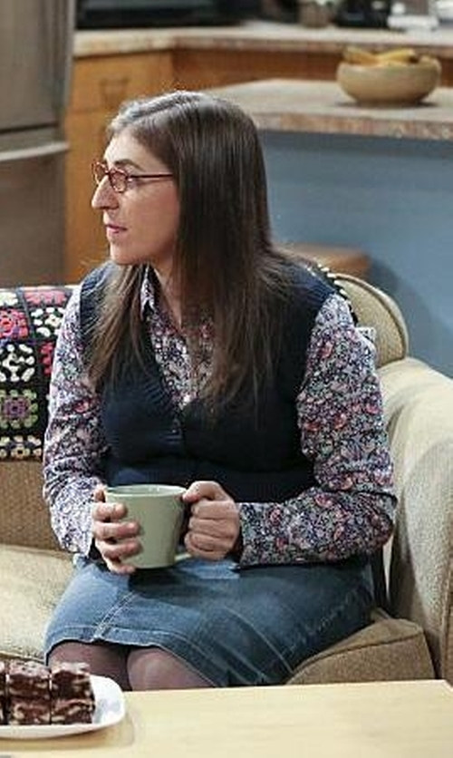 Mayim Bialik with Eileen Fisher Open Knit Linen Vest in The Big Bang Theory