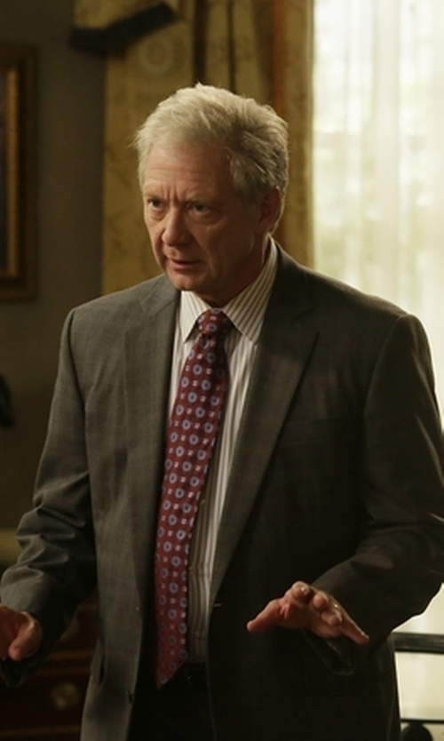 Jeff Perry with Armani Collezioni Twill Two-Button Metro Suit in Scandal