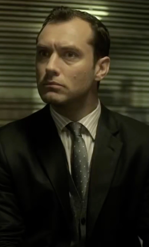 Jude Law with Boss Dot & Houndstooth Silk Tie in Side Effects