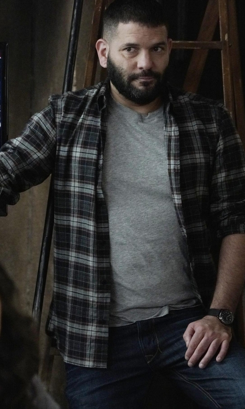 Guillermo Díaz with Paul Smith Jeans Button Down Plaid Shirt in Scandal