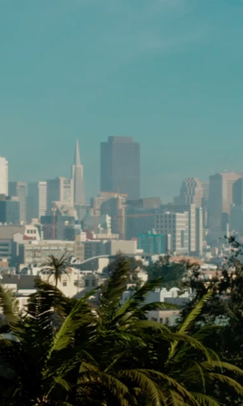 Unknown Actor with 555 California Street Building San Francisco, California in Terminator: Genisys
