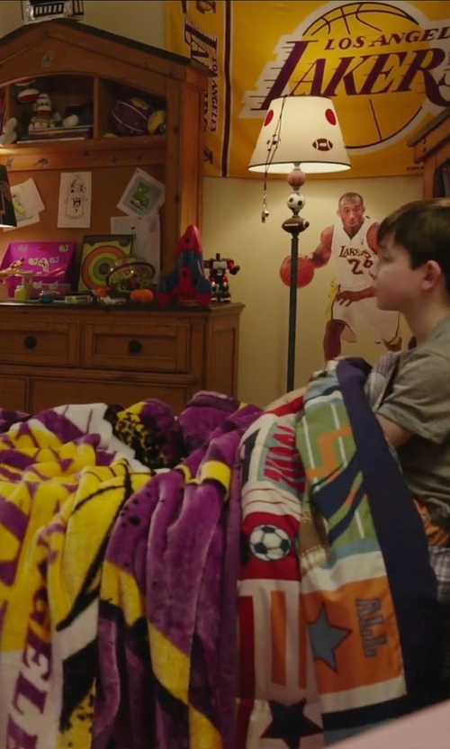Unknown Actor with Northwest NBA Los Angeles Lakers Throw Blanket in Daddy's Home