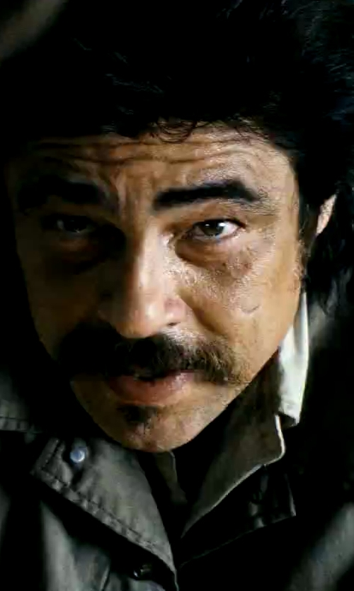 Benicio Del Toro with Banana Republic Cotton Short-Sleeve Utility Shirt in Savages