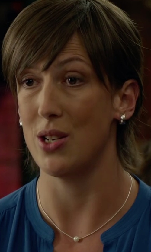 Miranda Hart with Mizuki Sea Of Beauty Yellow Gold Necklace in Spy
