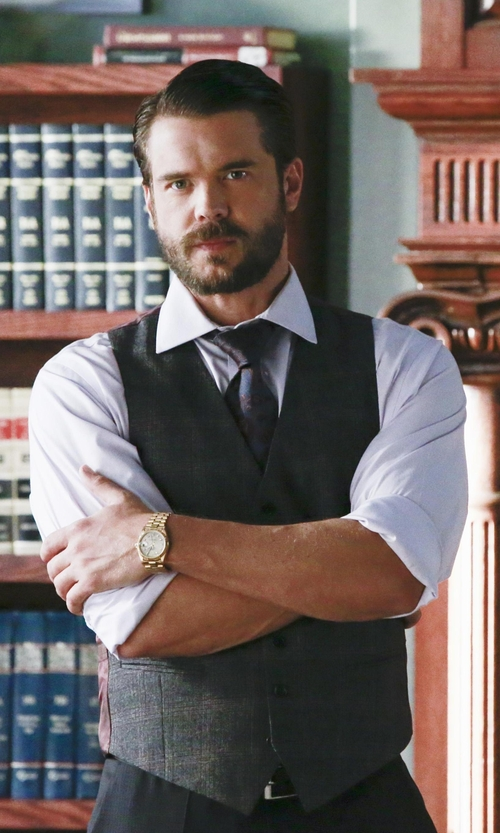 Charlie Weber with Hart Schaffner Marx Single Paisley Silk Tie in How To Get Away With Murder