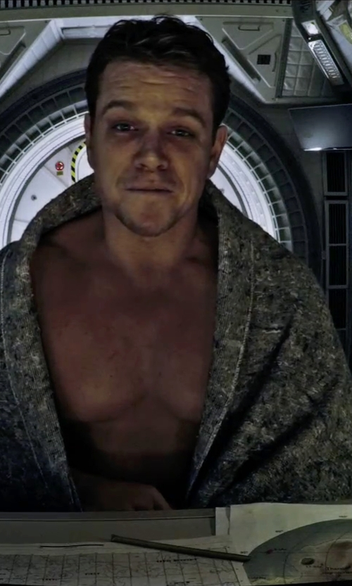 Matt Damon with Crate & Barrel Ribbed Grey Bath Sheet in The Martian