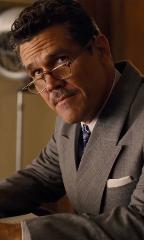 Josh Brolin with John Varvatos Round Reading Glasses in Hail, Caesar!