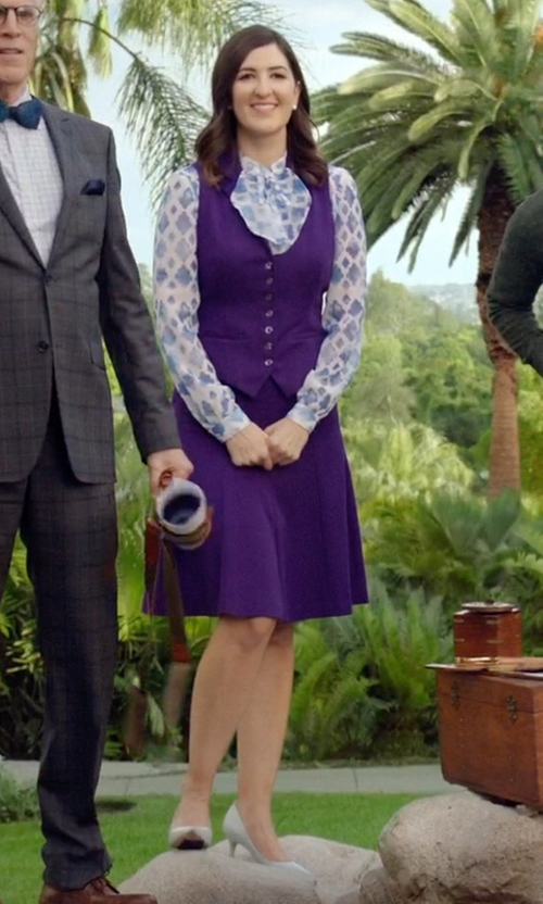 D'Arcy Carden with J.Renee Sascha Dress Pumps in The Good Place