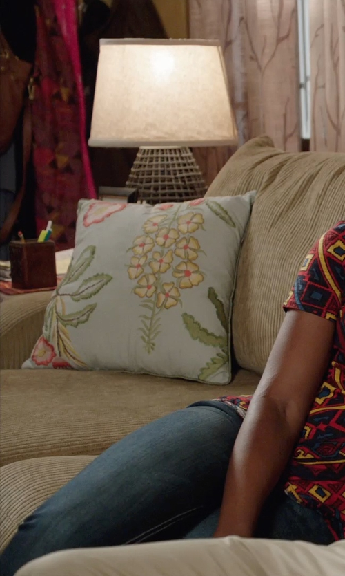 Kevin Hart with Dimond Lighting Sycamore Hill Table Lamp in Get Hard