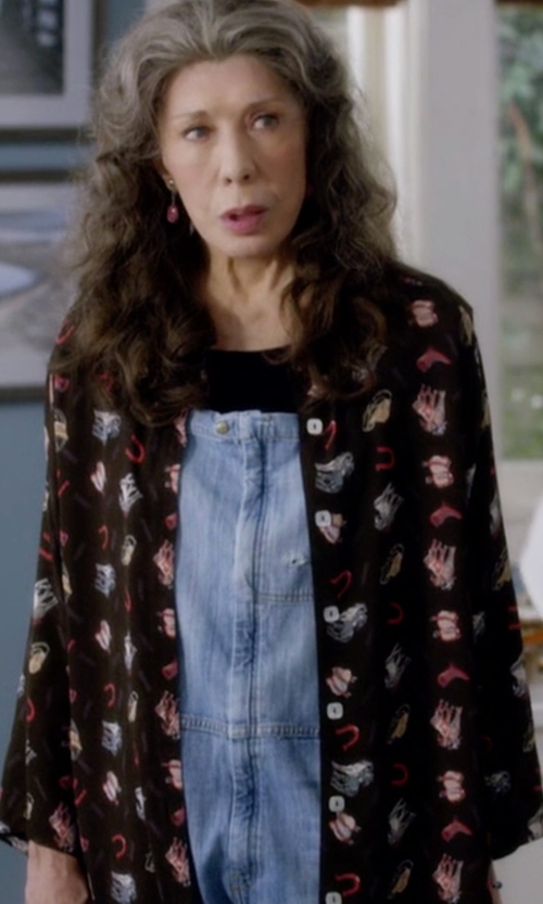 Lily Tomlin with Sincerely Jules Ryder Button Up Shirt in Grace and Frankie
