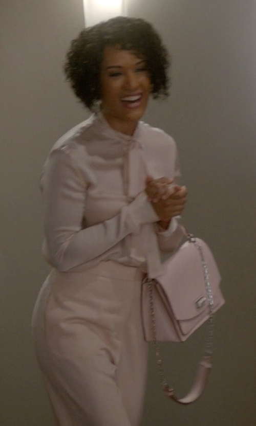 Grace Gealey with Max Mara Chain Trim Cross Body Bag in Empire