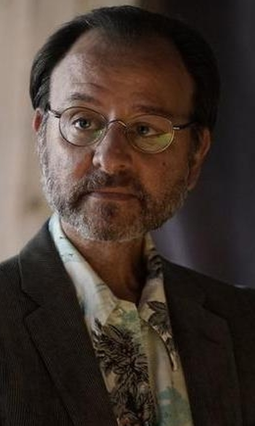Fisher Stevens with 7 Diamonds Hawaiian Sportshirt in The Blacklist