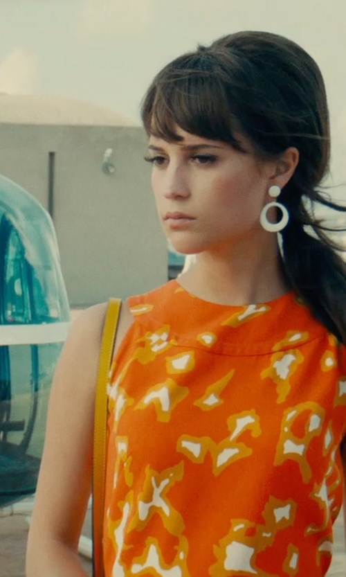 """Alicia Vikander with Marni Sculpture Bag in Shiny Calfskin """"Lime"""" in The Man from U.N.C.L.E."""