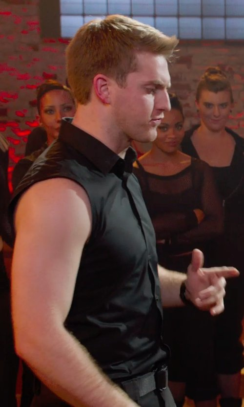 Austin Lyon with Spiral Sleeveless Stone Washed Worker Shirt in Pitch Perfect 2