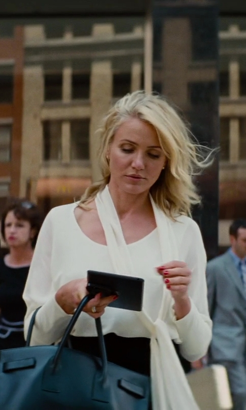 Cameron Diaz with Chloe Long-Sleeve Tie-Neck Blouse in The Other Woman