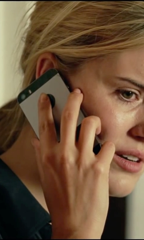 Maggie Grace with Apple iPhone 5 in Taken 3