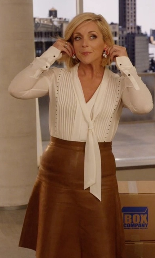 Jane Krakowski with Jitrois 3/4 Length Skirt in Unbreakable Kimmy Schmidt