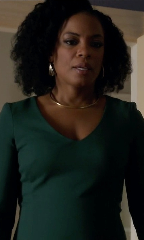 Aunjanue Ellis with Jennifer Zeuner Zahara Golden Choker Necklace in Quantico