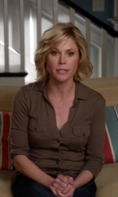 Julie Bowen with James Perse Contrast Panel Shirt in Modern Family