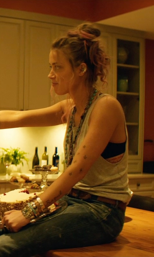 Amber Heard with Trendy Design Multi Color Jade Knotted Necklace in Magic Mike XXL