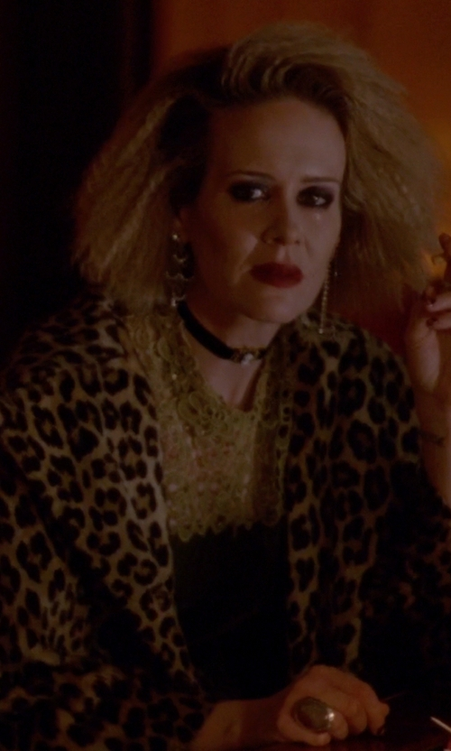 Sarah Paulson with Madison Precious Jewels Agate Cocktail Ring in American Horror Story