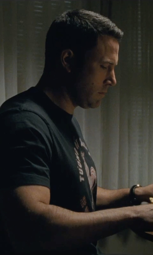 Ben Affleck with Sriracha Men's Hot Chili Sauce T-Shirt in The Accountant