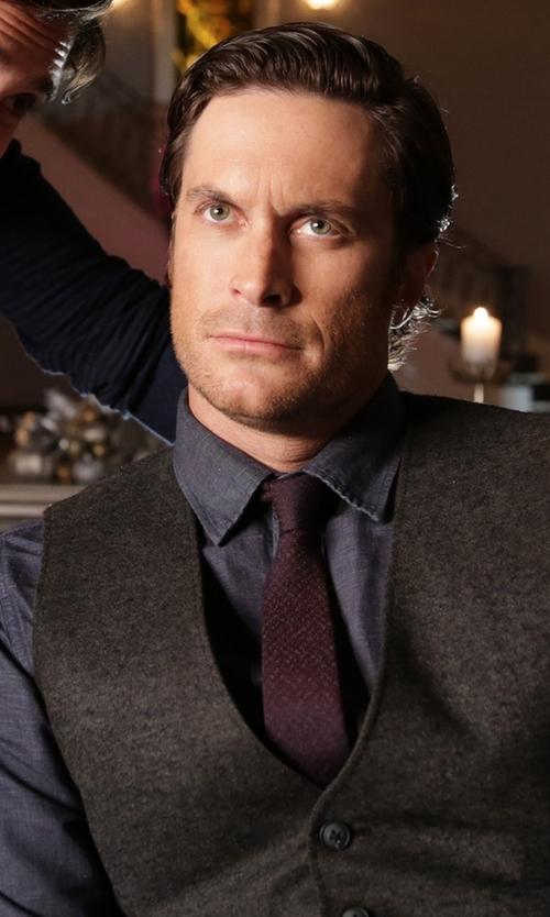 Oliver Hudson with Armani Collezioni Solid Necktie in Scream Queens