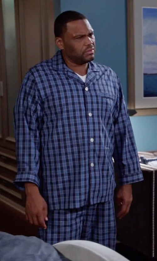 Anthony Anderson with Brooks Brothers Buffalo Check Pajamas in Black-ish