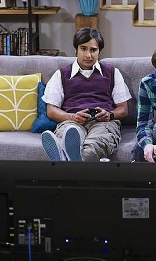 Kunal Nayyar with Napapijri Cargo Pants in The Big Bang Theory