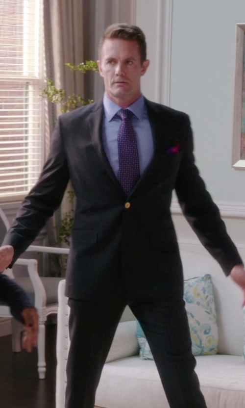 Garret Dillahunt with Etro Classic Two Piece Suit in The Mindy Project