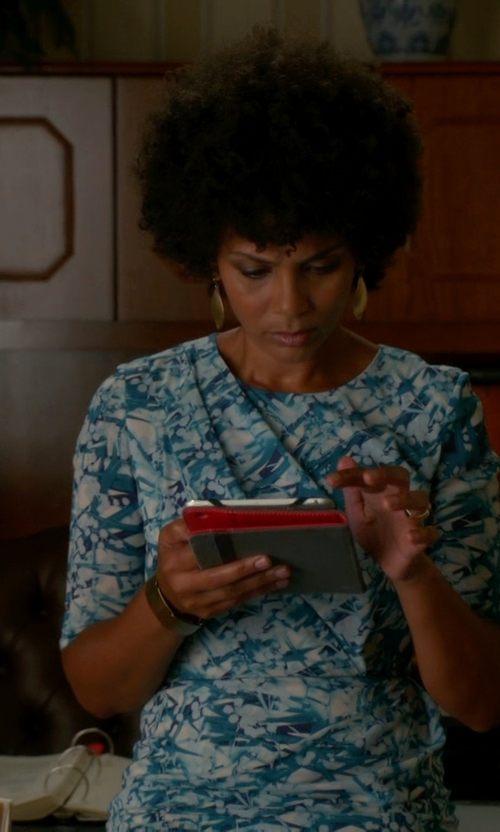 Nicole Roderick with Oscar De La Renta Short-Sleeve Printed Dress in The Good Wife