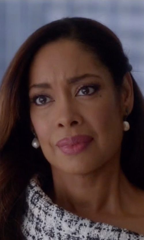 Gina Torres with Mizuki  White Baroque Freshwater Pearl Yellow Gold Earrings in Suits
