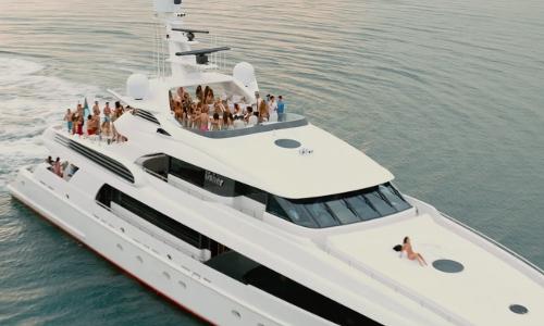Adrian Grenier with Delta Marine Usher Yacht in Entourage