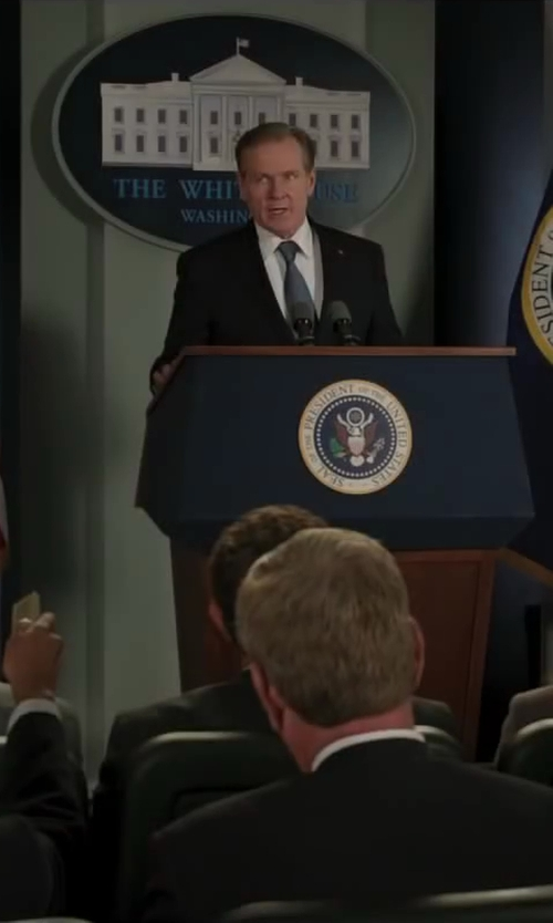 William Sadler with Polo Ralph Lauren Solid Silk Tie in Iron Man 3