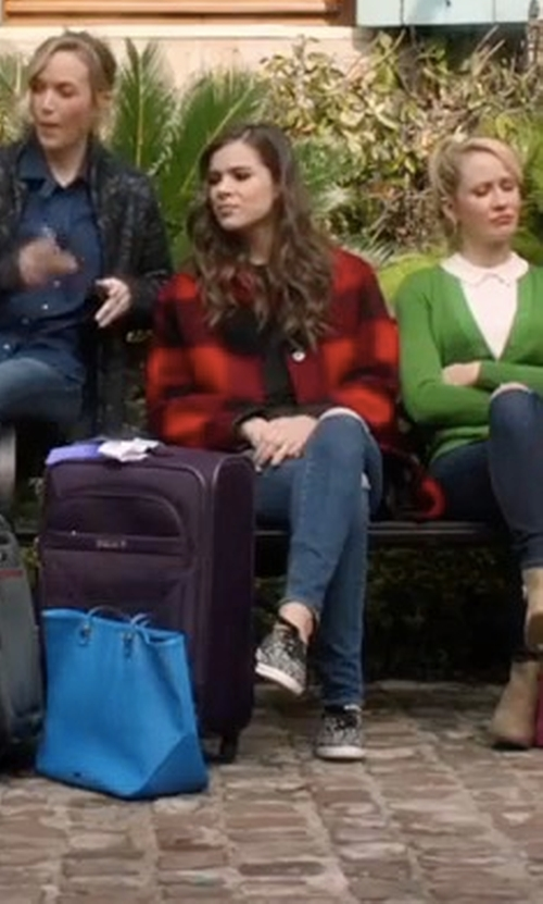 Hailee Steinfeld with Michael Michael Kors Skyler Knit Lace-Up Trainer Sneakers in Pitch Perfect 3