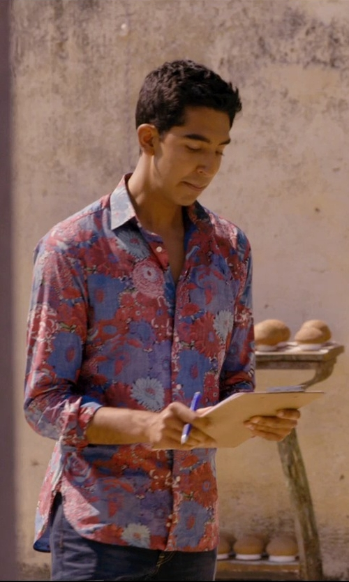 Dev Patel with Pelikan Souveran Black/Blue Ballpoint Pen in The Second Best Exotic Marigold Hotel
