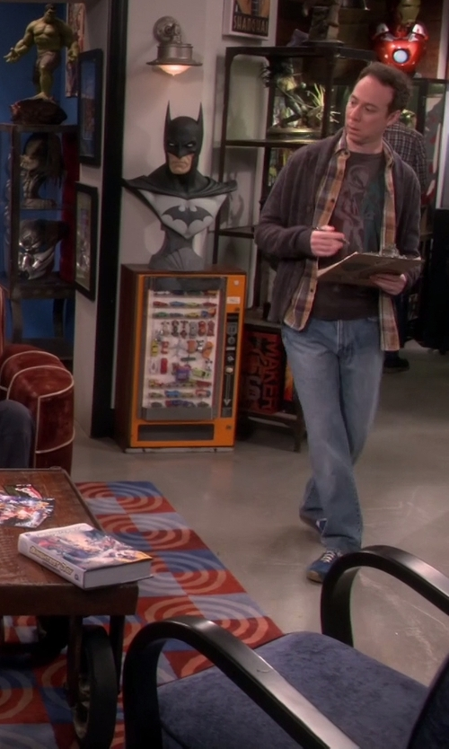 Unknown Actor with Sideshow DC Comics Batman Bust Statue in The Big Bang Theory