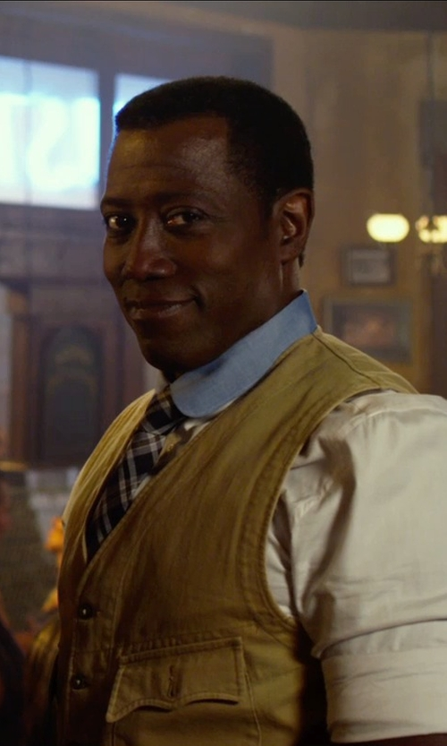 Wesley Snipes with Bertigo Casual Dress Shirts with Blue Contrast Collar & Square Buttons in The Expendables 3