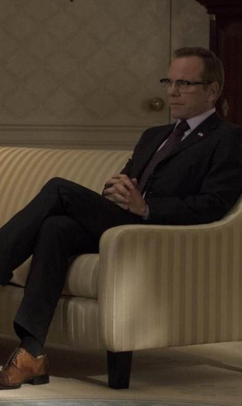 Kiefer Sutherland with Armani Collezioni G-Line Trim Fit Solid Wool Suit in Designated Survivor