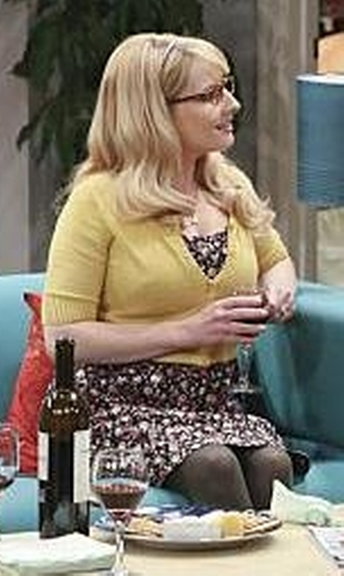 Melissa Rauch with Neiman Marcus Linen Open-Front Cocoon Cardigan in The Big Bang Theory
