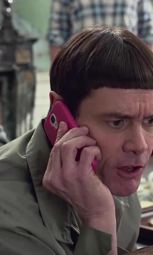 Unknown Actor with Samsung Galaxy S5 in Dumb and Dumber To