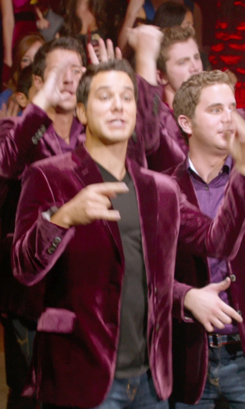 Skylar Astin with Vince V-Neck T-Shirt in Pitch Perfect 2