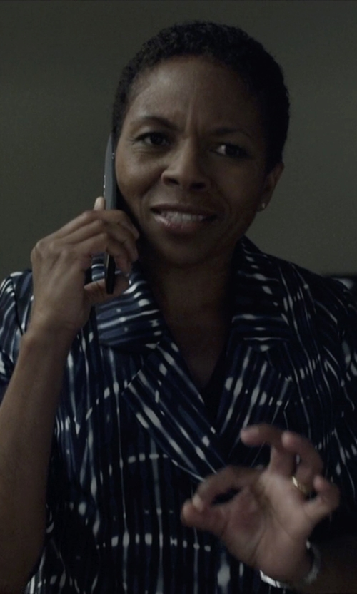 LisaGay Hamilton with 1.State Shrunken Stripe Blazer in House of Cards
