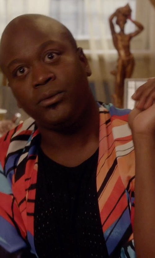 Tituss Burgess with River Island Print Split Back Kimono in Unbreakable Kimmy Schmidt